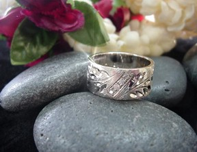 hawaiian_jewelry_hoku_mens_rgjpg 20359 bytes - Hawaiian Wedding Ring